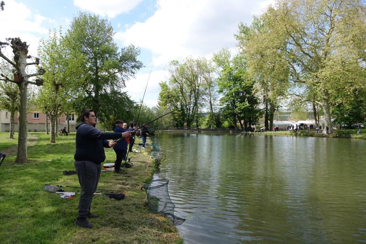 Le concours se joue au nombre total de poissons pêchés sur trois manches.