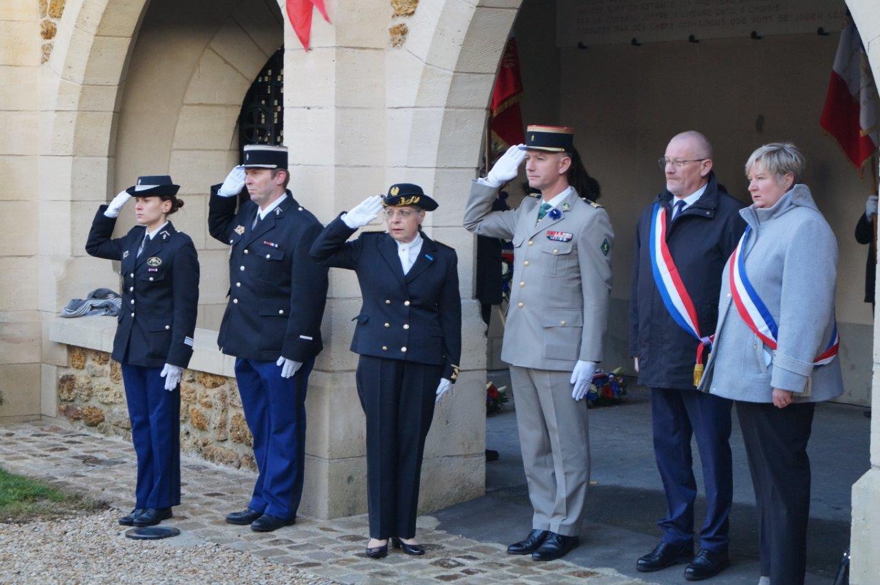 De gauche à droite : les représentants des forces de Gendarmerie, Odile Bureau, Valéry Putz, Éric Girardin et Isabelle Michelet.