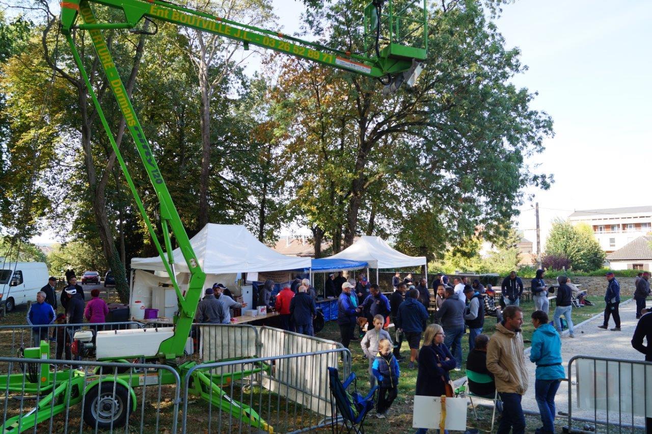 Le second concours de pétanque se déroule sur le boulodrome fétiche de l'ABD. Un boulodrome restauré par la municipalité de Dormans.