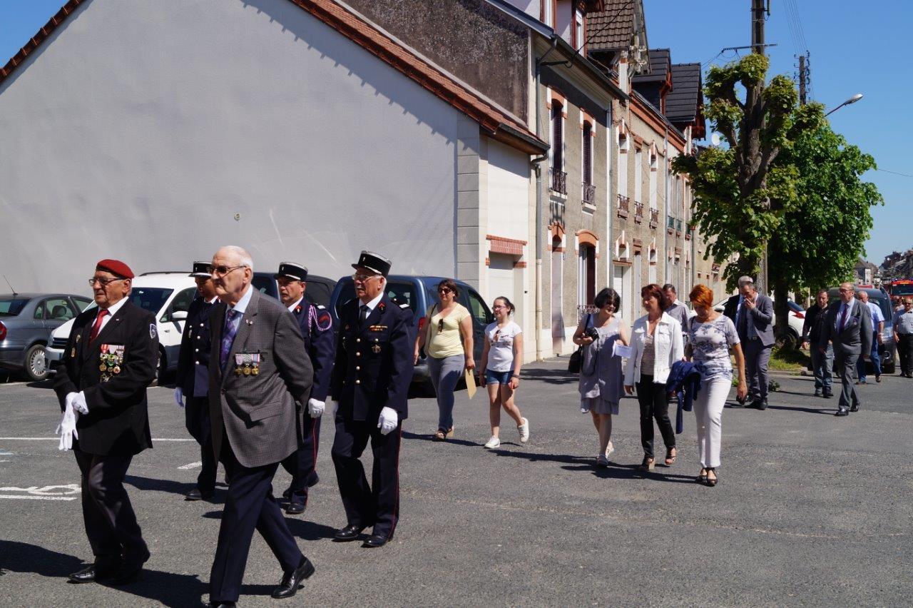 Au pemier rang, de gauche à droite : Michel Brisset et Marcel Attiot, délégué départemental de l'association des anciens combattants de la Marne.