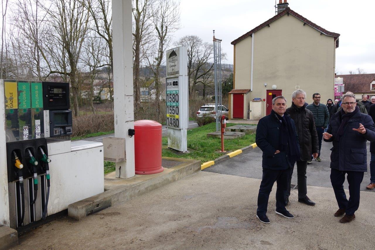 Le bourg centre possède une station essence gérée par la mairie.