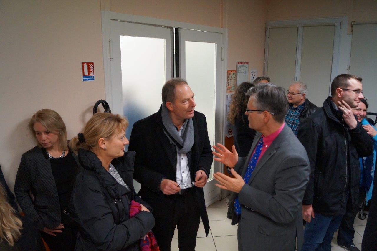 A droite, le sous-préfet Ronan Léaustic évoque la circulation de l'autorial Picasso avec Yves Coquel, président de l'association TFBCO.