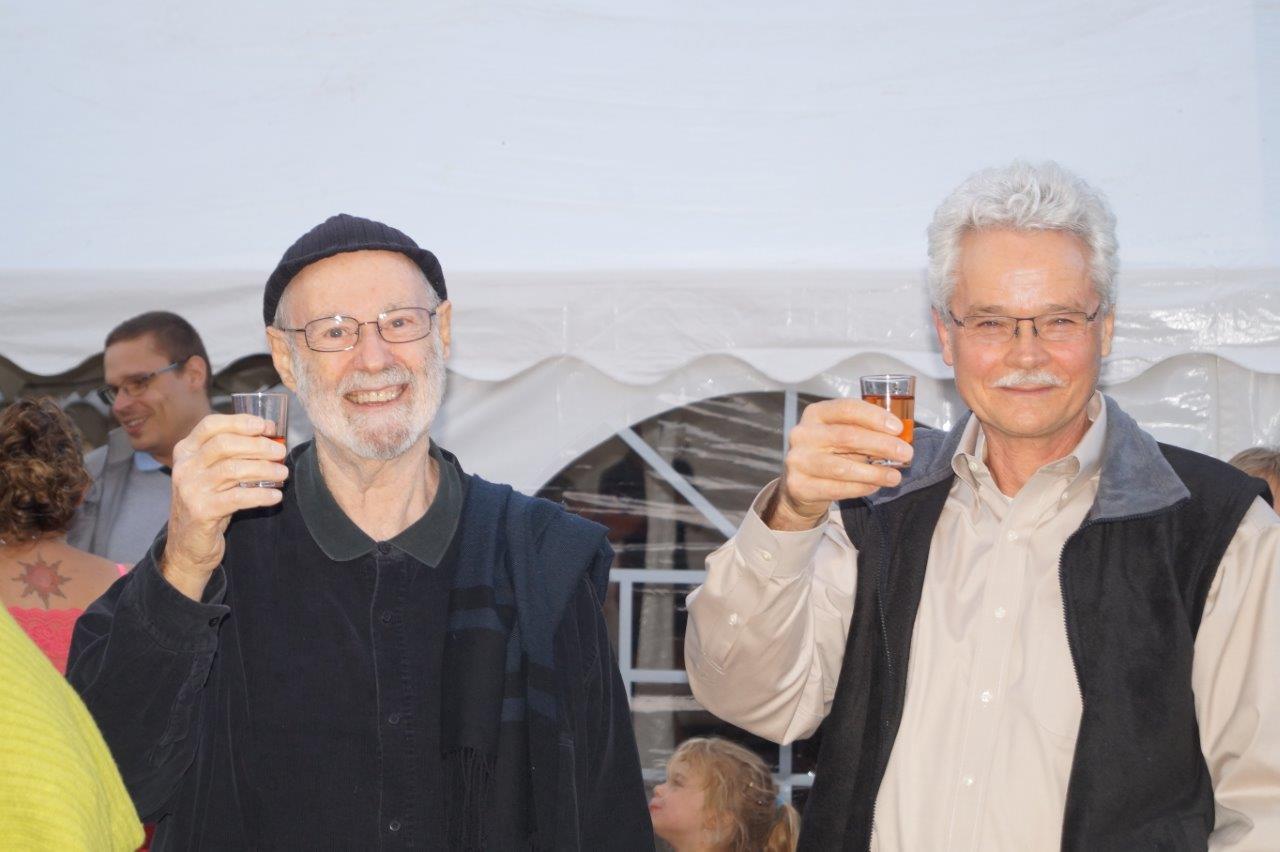 De gauche à droite : les Texans Albert et Arthur,  citoyens d'honneur de La Chapelle-Monthodon.