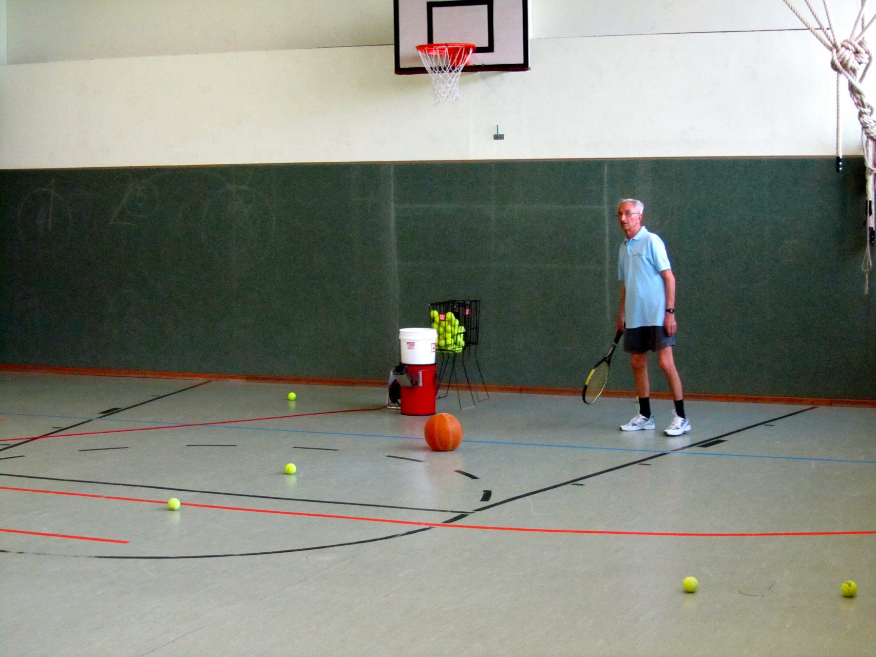 Hallentraining mit Ballmaschine