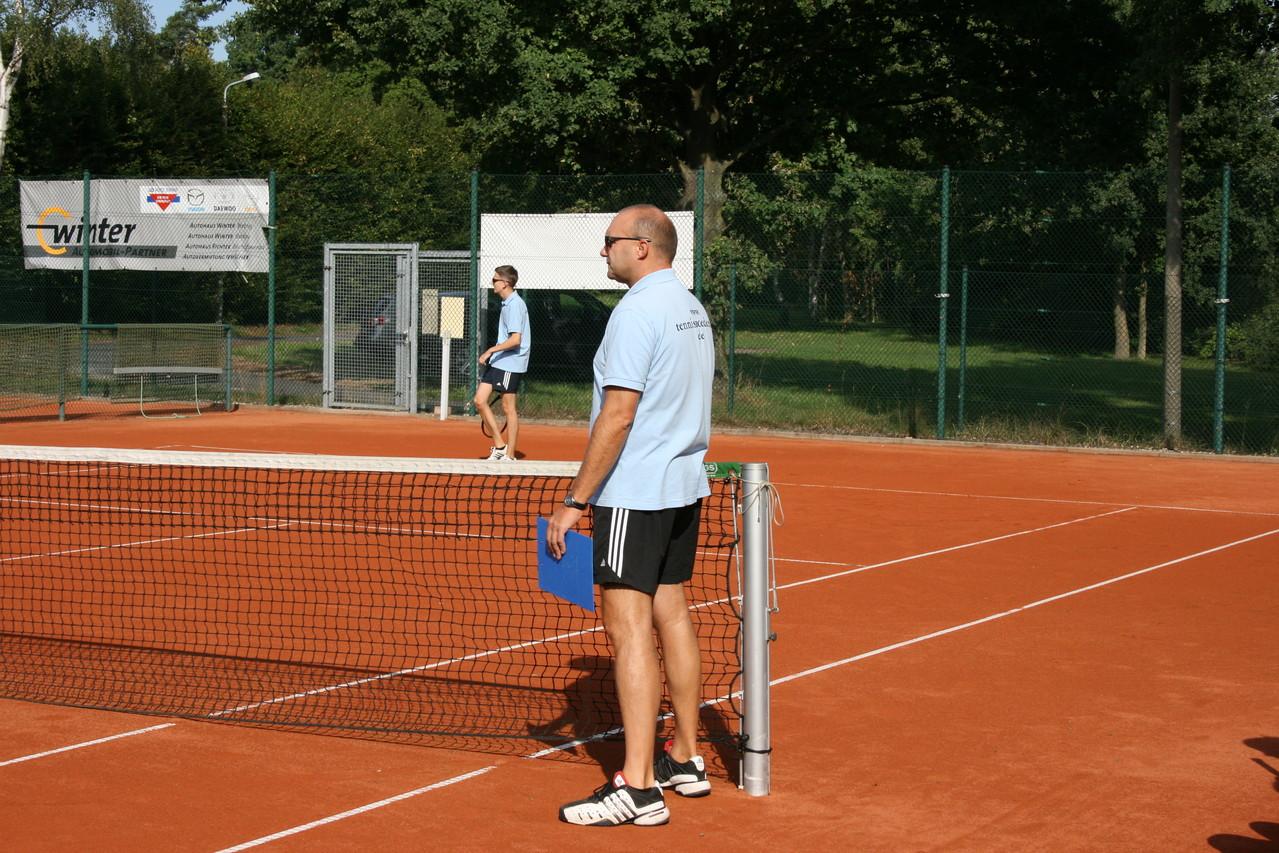 Trainer Jens ist hochkonzentriert.