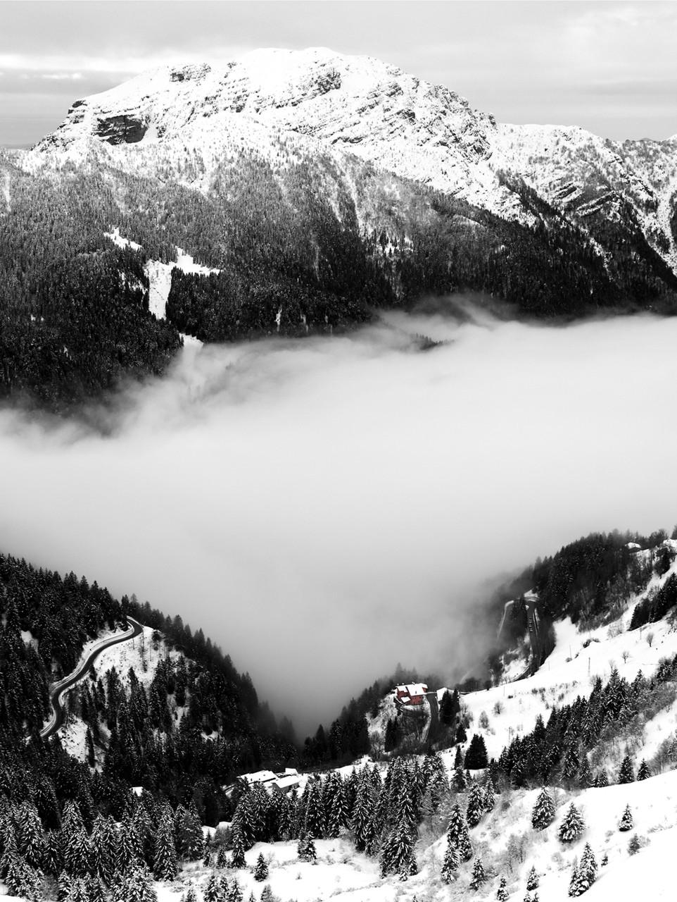 Panoramica eseguita unendo due fotografie una sopra l'altra (una foto per la montagna e una foto per la valle)