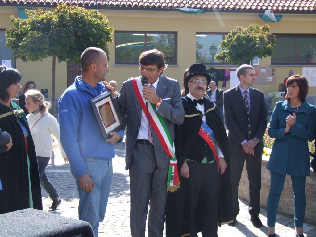 Il Sindaco Grande congratula Renato Zucca Presidente della Pro Loco