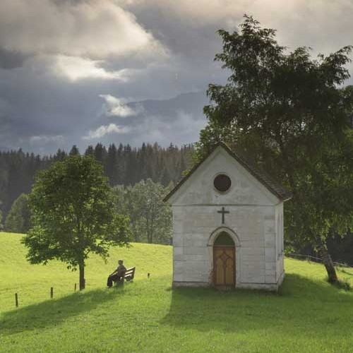 Bild: Die Dirtl- Kapelle gleich vor Ortsanfang