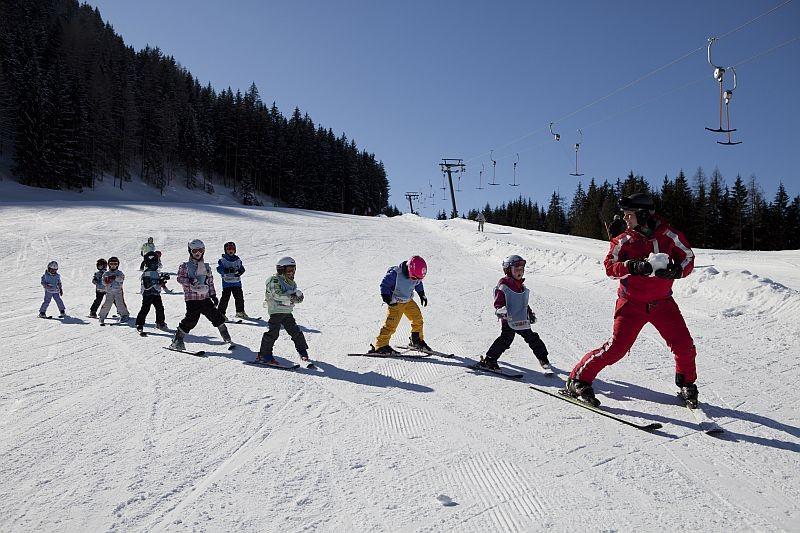 Bild: Skikurs für die Jüngsten - wir haben 2 Skischulen
