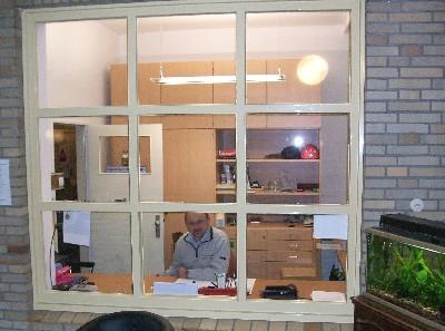 Herr Walkusch in seinem Büro