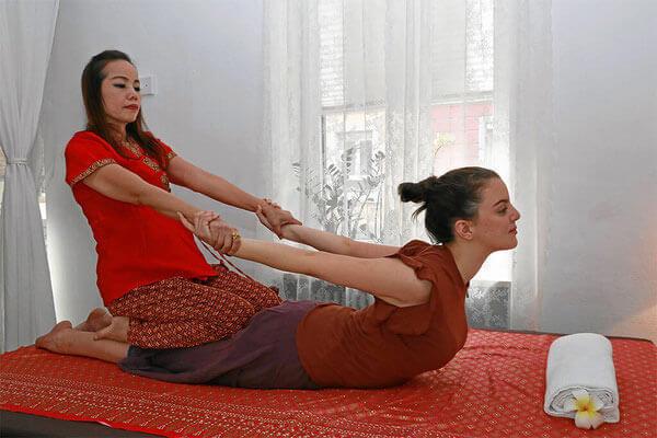 Dehnübungen und Streckmassage