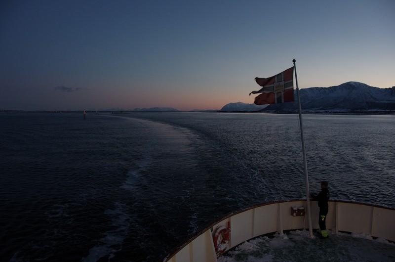 Risøyhamn, 9:00 Uhr die Flagge wird gehißt
