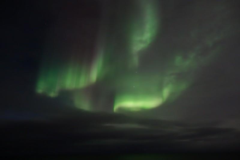 kurz nach der Abfahrt in Vardø das erste Mal Nordlicht
