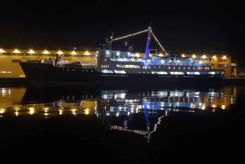 ein letzter Blick am Abend auf das Schiff, bevor es wieder ausläuft gen Norden