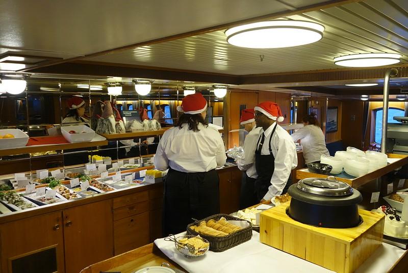 ...das Weihnachtsbuffet wird vorbereitet