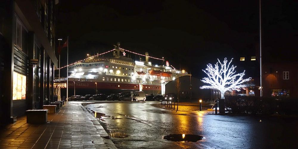 am Hurtigrutenanleger in Tromsø - Kong Harald