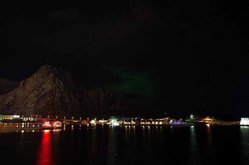 ein leichter Nordlichschimmer im Hafen von Svolvær - das läßt hoffen...