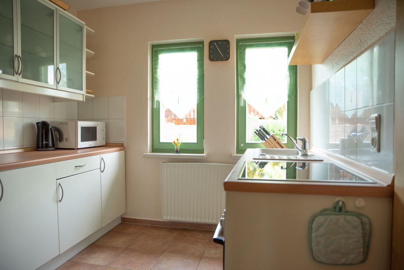 Voll ausgestattete Küche mit Backofen, Geschirrspüler usw.