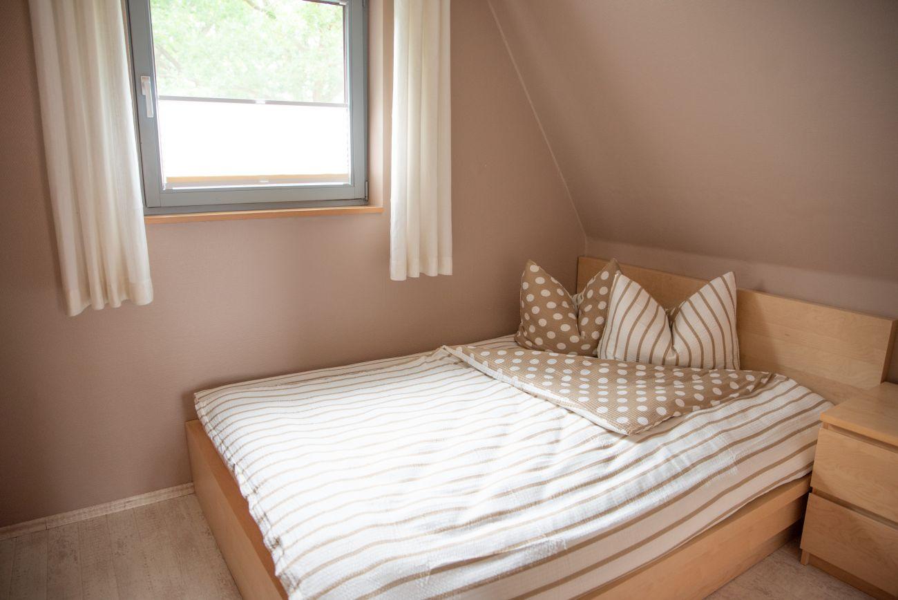Schlafzimmer 1 mit Doppelbett im Obergeschoss