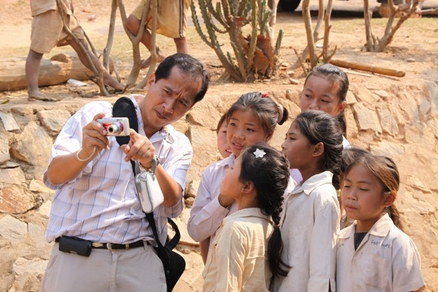Picture 17: Teaching children on how to use digital cameras