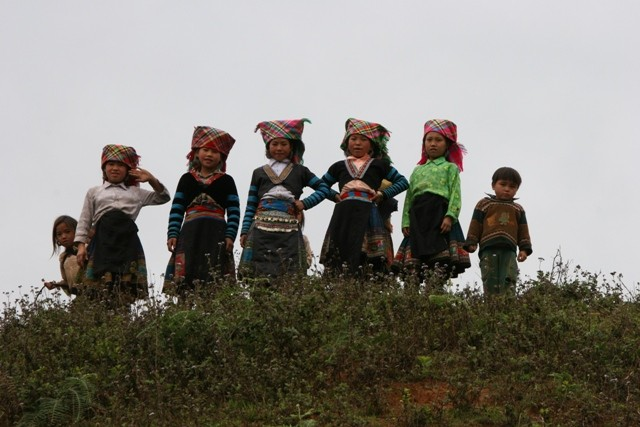 Picture 1: Traditionally dressed Hmong children in Vietnam