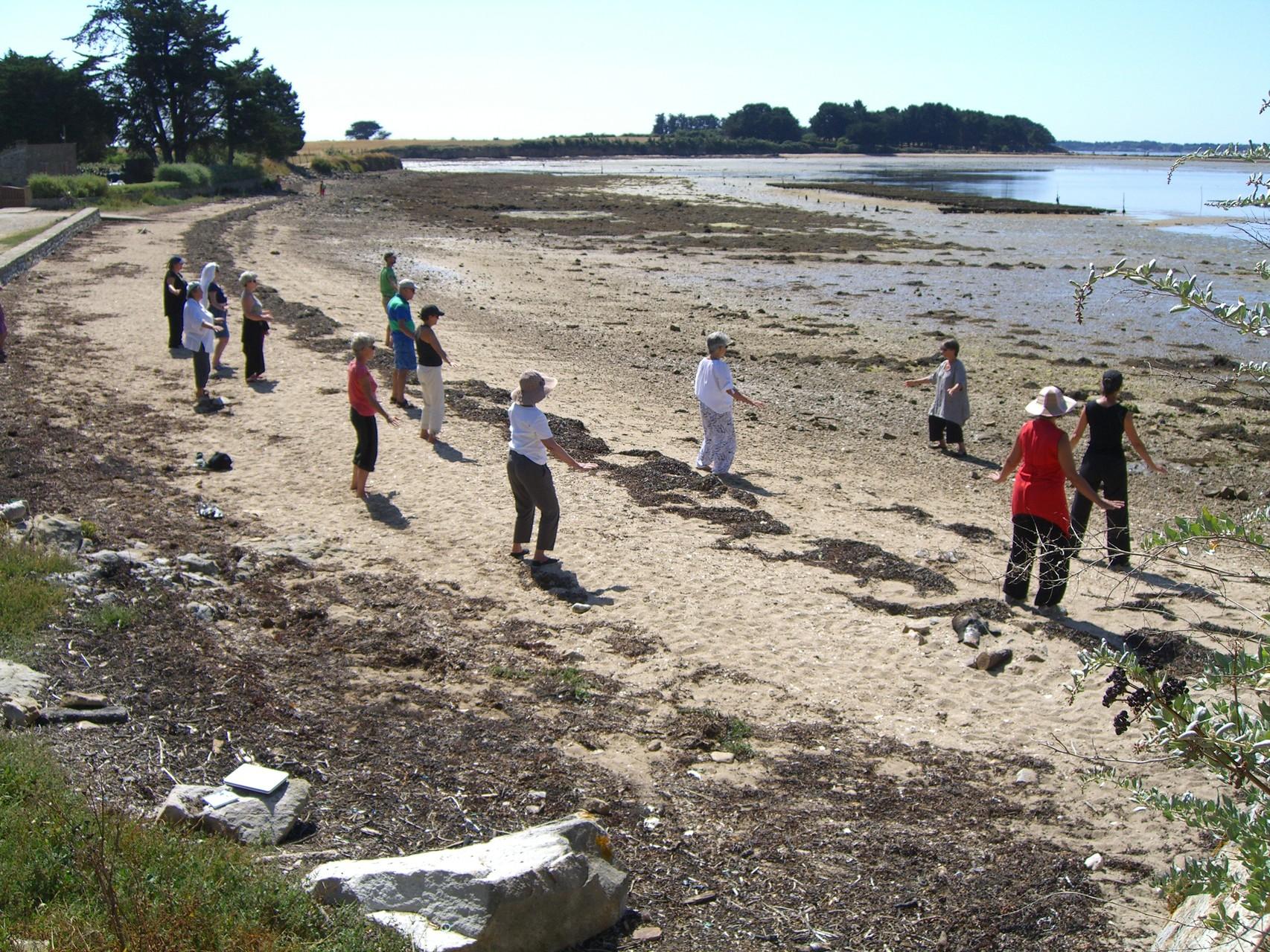 Pratique sur la plage du Mounien lors des journées sur l'île d'Arz