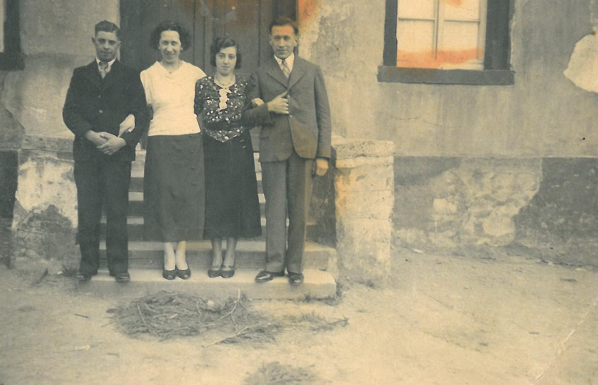 Mit den Trauzeugen Maria und Alex 1937