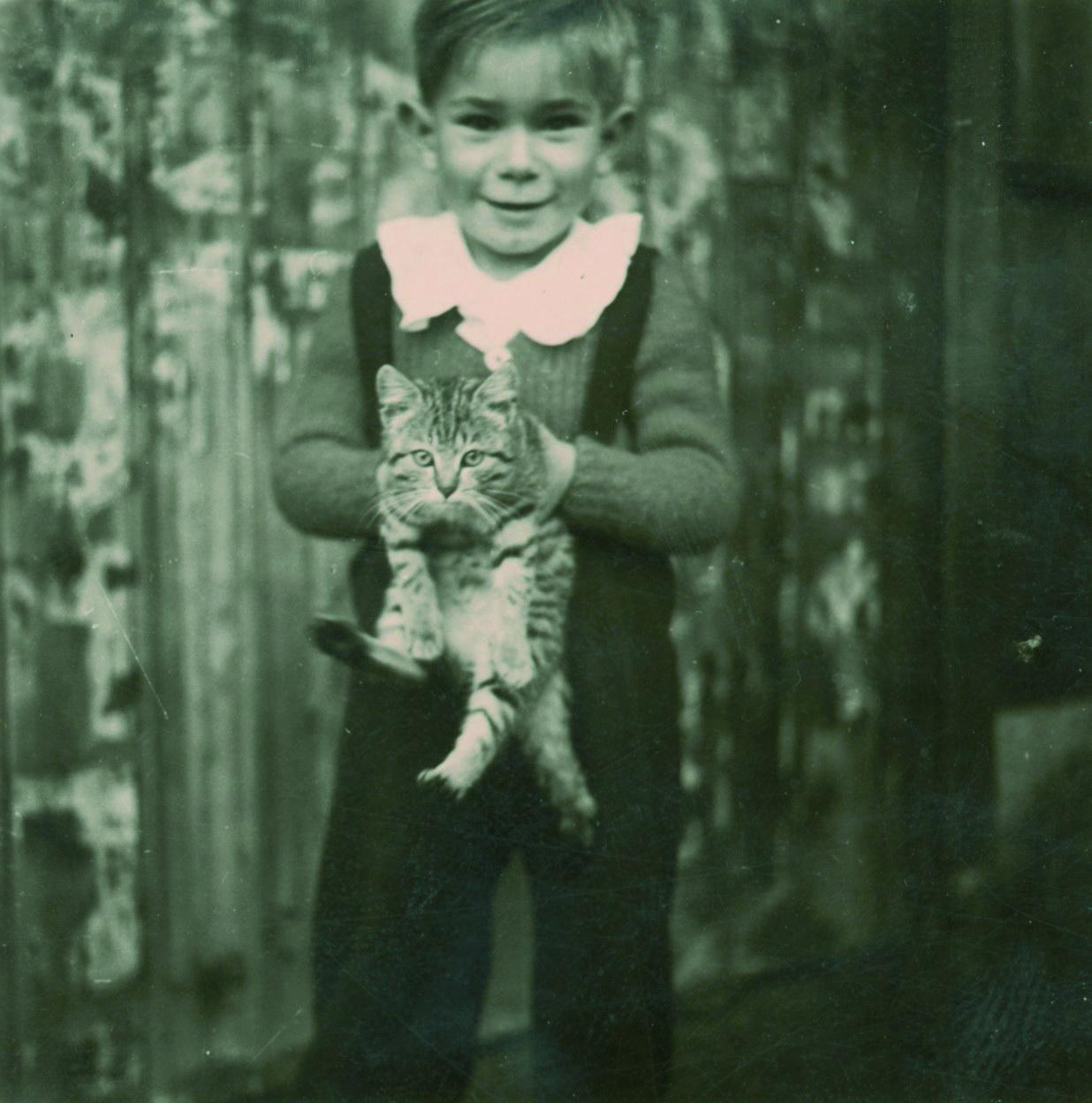 Auf Frepert mit Kätzchen 1951