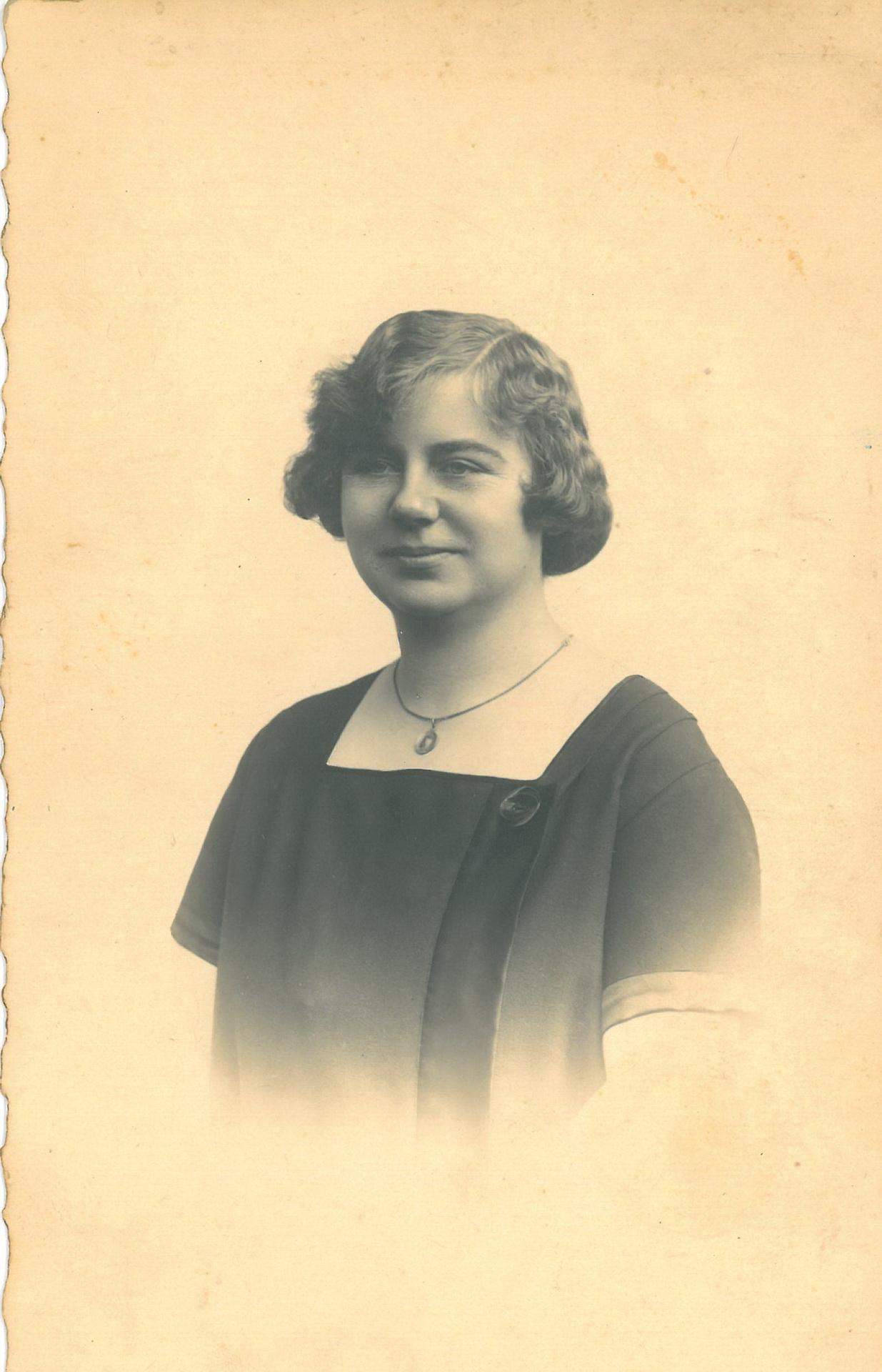 Madame Knauff, Mamas Haushaltschefin
