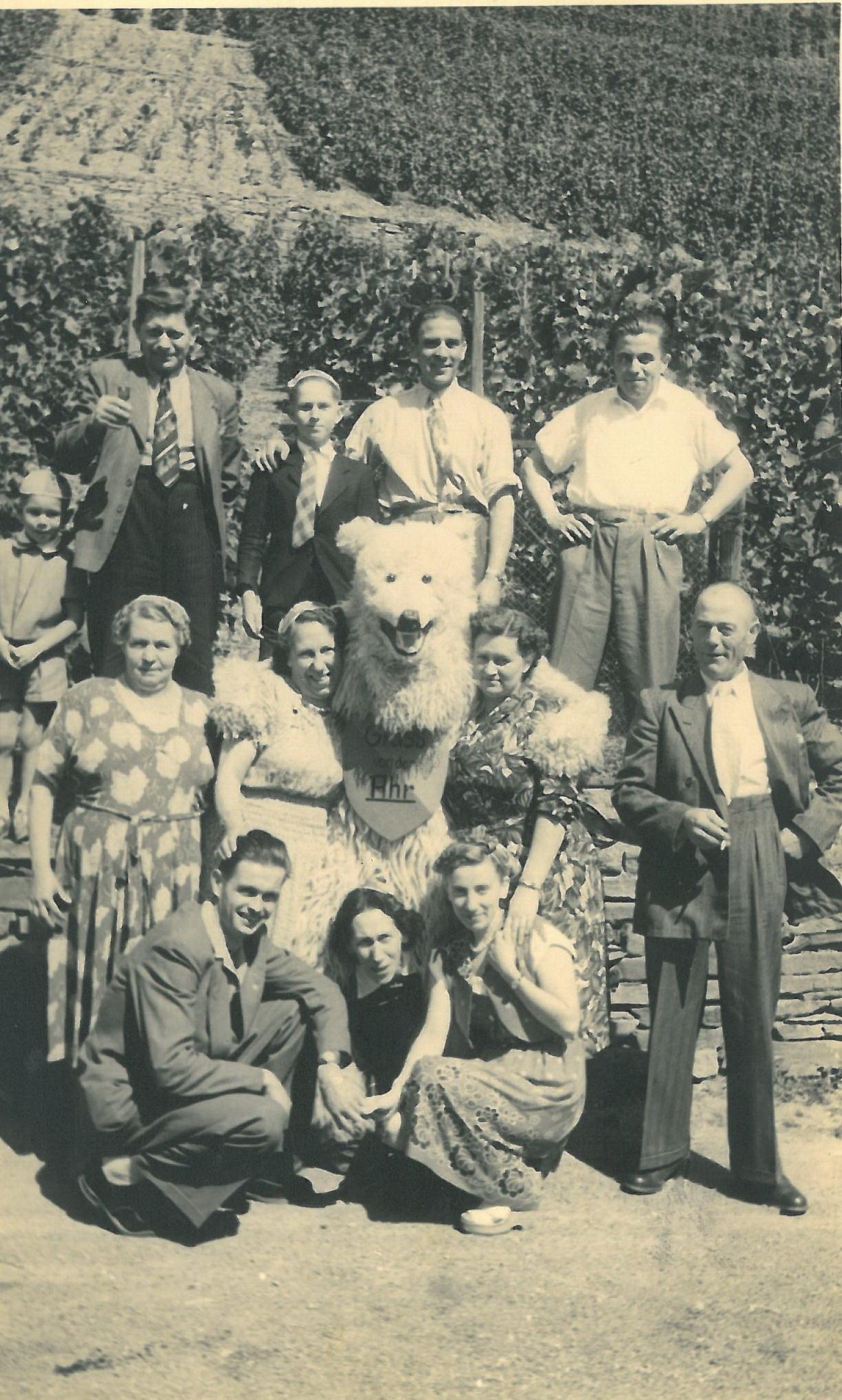 """An der """"Bunten Kuh"""" in Altenahr 1950"""