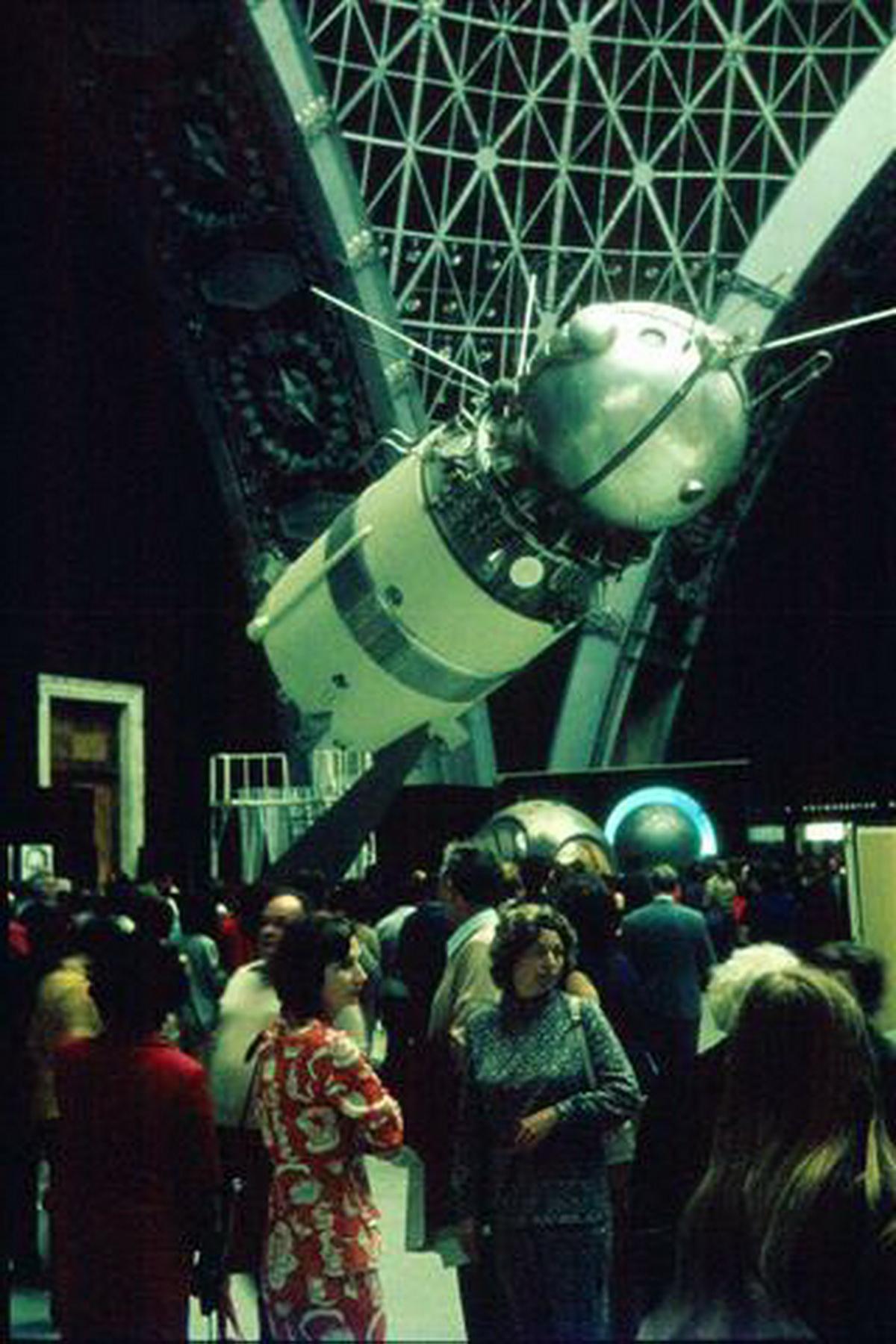 ... und Sputnik 2