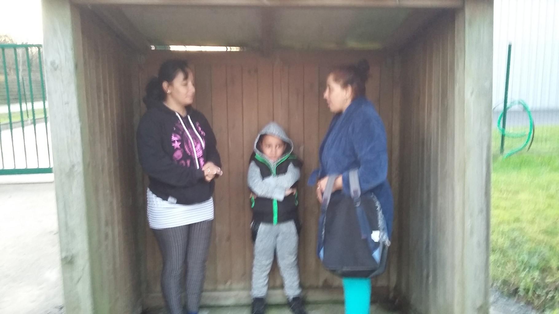 Alexandru avec Mariana, sa grand-mère, et Alina