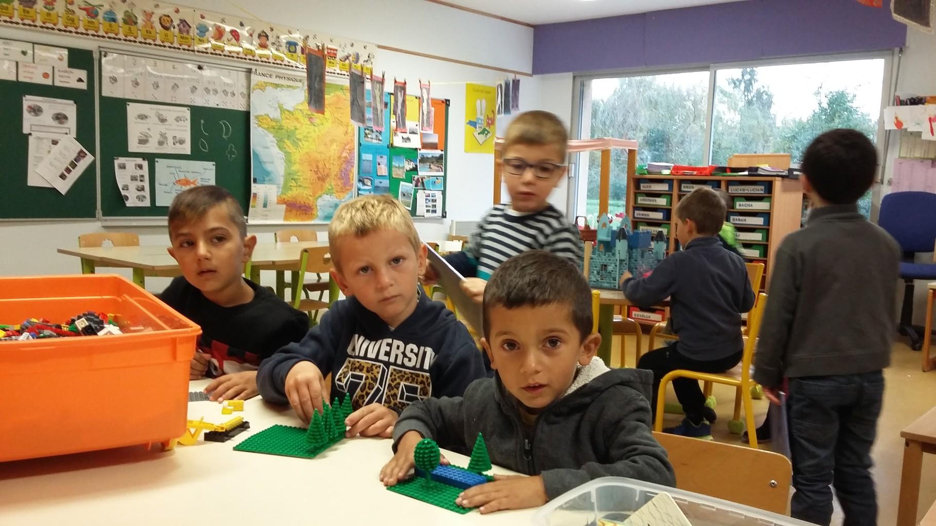 Alex, Lucas et Madalin (ces deux derniers font leur rentrée  aujourd'hui) dans la classe de Nathalie (grande et moyenne section)