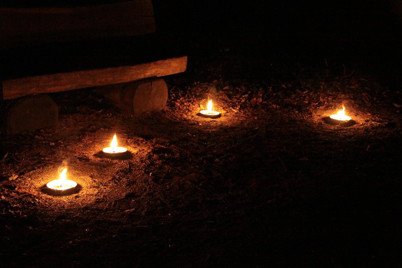 Unzählige Kerzen und Falmmschalen sorgten für Stimmung.
