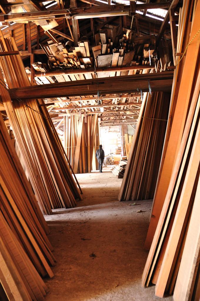 沢山の種類の木材の中から、適材適所選んでいます