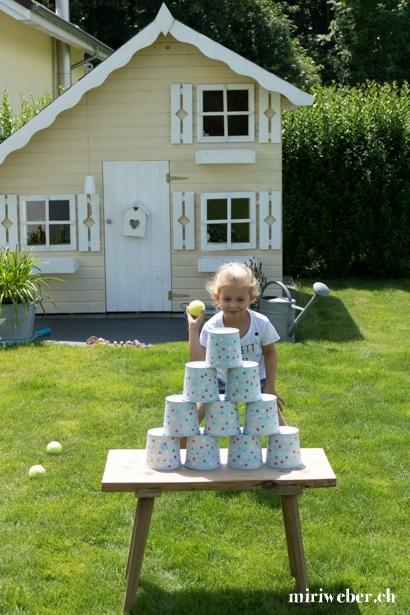 Büchsen werfen, Geburtstag, 6 jährig, Mädchen, Idee, Themen Geburtstag, Konfetti, Spielideen, Kuchen, Inspiration, DIY, 7  jährig, farbig, bunt, Mama Blog Schweiz