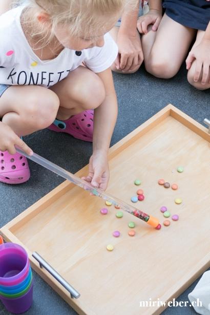 Smarties verzaubern, Geburtstag, 6 jährig, Mädchen, Idee, Themen Geburtstag, Konfetti, Spielideen, Kuchen, Inspiration, DIY, 7  jährig, farbig, bunt, Mama Blog Schweiz