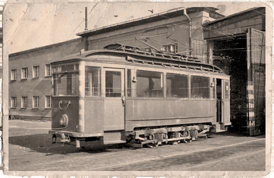 Auch nach der Ausmusterung aus dem Liniendienst waren einige Linder-Wagen noch unverzichtbar. Arbeitswagen 301 in der Holzmarktstraße | Foto: W. Schreiner