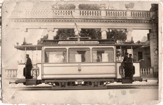 """Ein Lindner-Motorwagen an der Endstation """"Glienicker Brücke"""""""