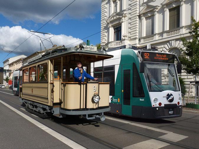 Zwei Generationen Potsdamer Straßenbahnwagen: Lindner-Motorwagen von 1907 und der aktuelle Combino. Fotos und Montage: Robert Leichsenring