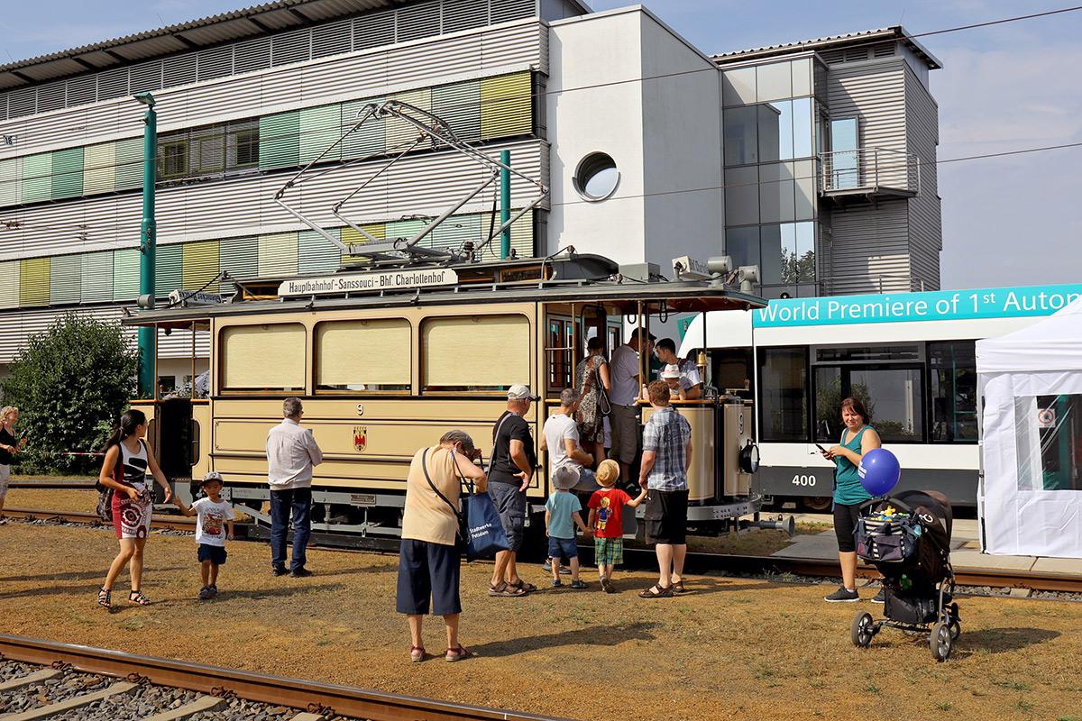 Der Besucherstrom am Lindner-Wagen riss bis zum späten Nachmittag nicht mehr ab.