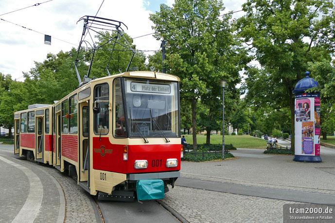 Der KT4D-Prototyp 001 als Ersatz für den Lindner-Motorwagen am Platz der Einheit