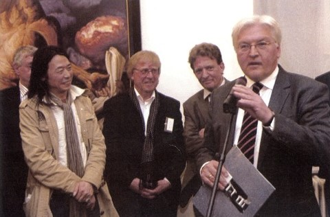 "April 2008: Tour of the former Federal Foreign Minister Frank-Walter Steinmeier through the Berlin gallery quarter in Friedrichstraße. Closing event: the show ""Berlin-Beijing"" in the gallery Tammen & Gaulin"