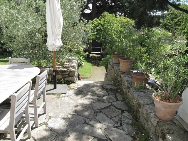 Péron-terrasse avec salle à manger extérieure