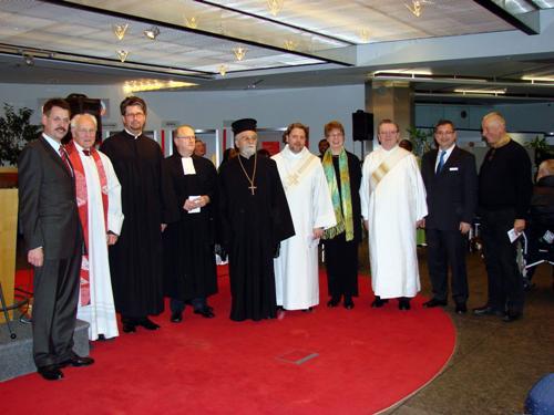 Personen v.l.  Dr. Ulrich Gröschel (Sparkasse KölnBonn, Vorstand), Prof. Dr. Friedhelm Hengsbach SJ (Prediger), Pastor Herwig H. Mauschitz (Vorsitzender der ACK-Bonn), Pfr. Ernst Jochum (EKiR), Erzpriester Sokratis Ntallis (gr.-orth.), Diakon Stefan Kand