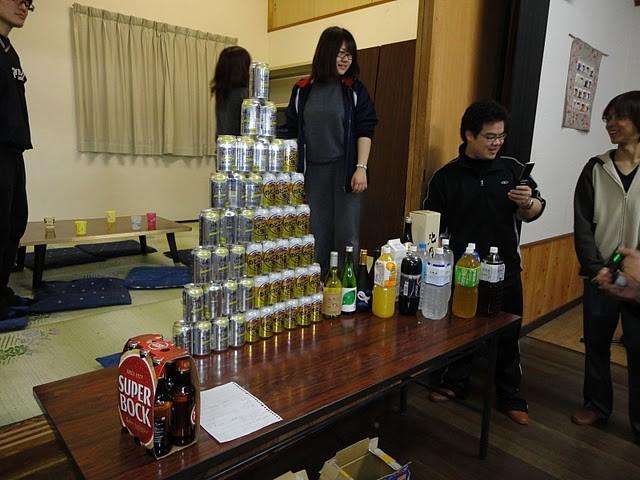 そしてこれが打ち上げに用意されたビール・チューハイ・ピラミッド。