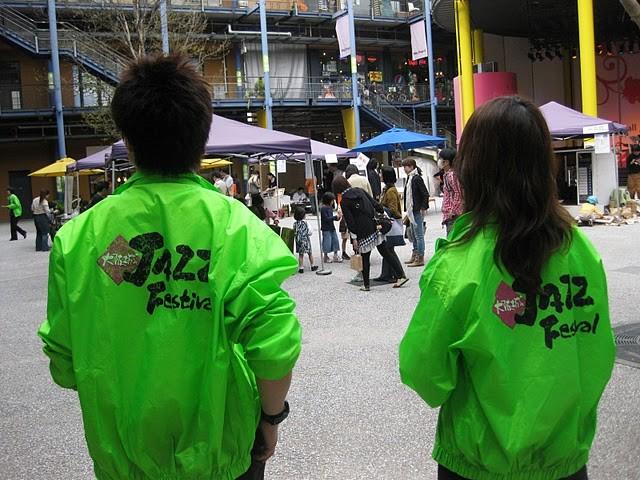 今日は大阪城JAZZ FESTIVALの宣伝ライブ、ということでお仕事!