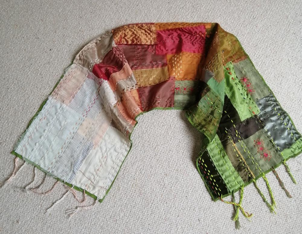 Connie Ingram sjaal in shiku shiku techniek n.a.v. collage