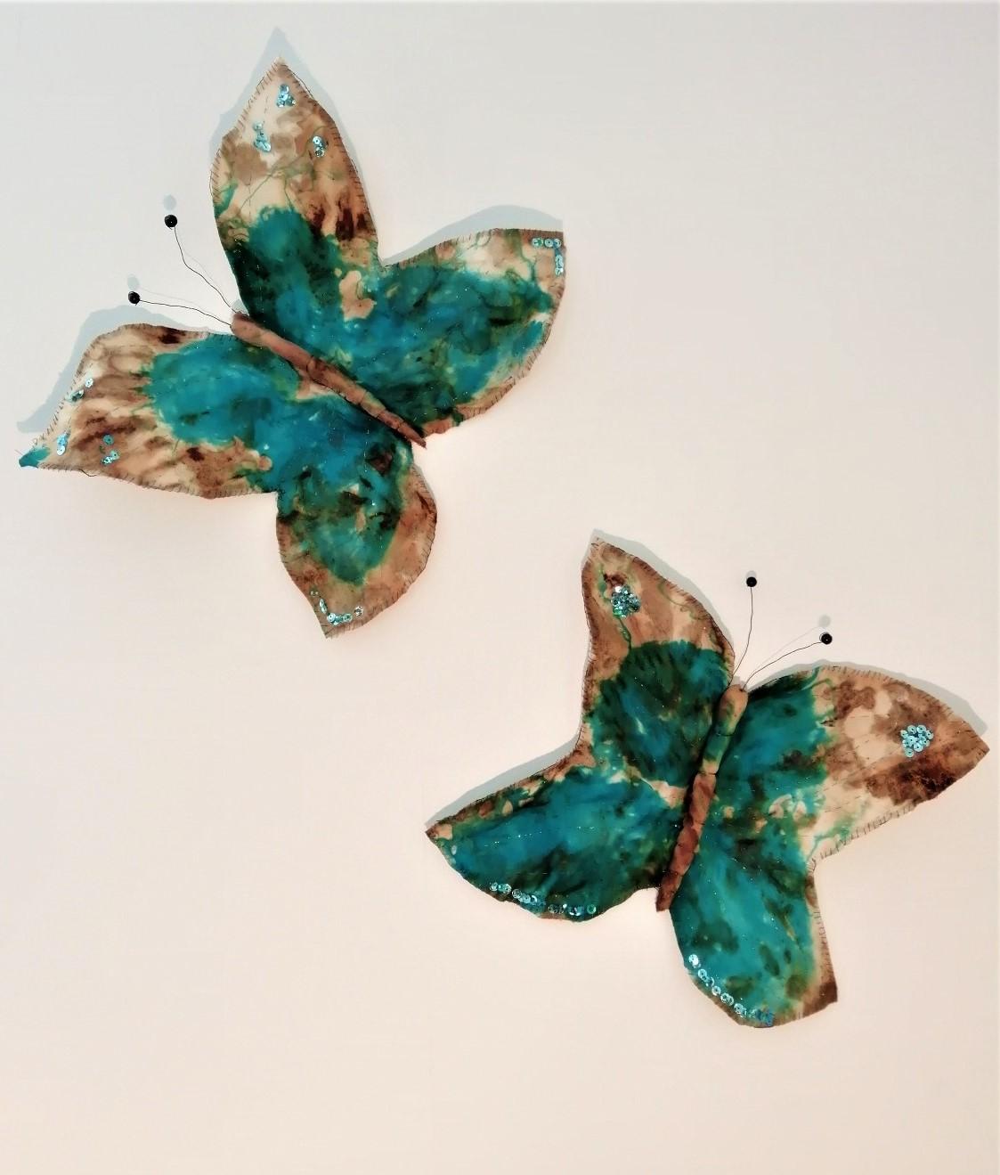 Vlinders van beschilderde en geborduurde twill zijde Connie Ingram