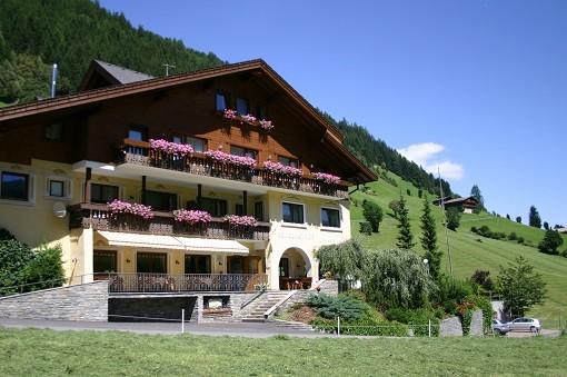 Wir vom Appartement Großgasteiger in Weißenbach im Ahrntal organisieren gerne für Sie die Halbpension im nahegelegenen Berghotel Alpenfrieden